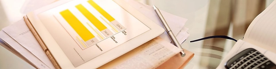 The roof of a Shell service station with pecten under a blue-sky